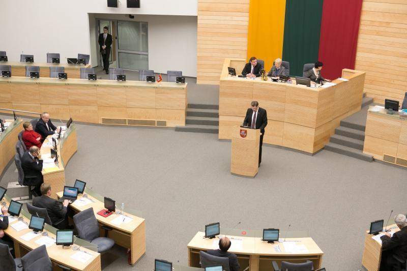 Daliai Seimo narių padėjėjų didės atlyginimas
