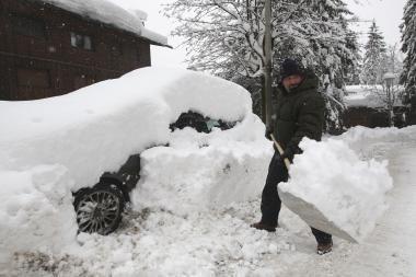 JAV rytinę pakrantę užvertė sniegas