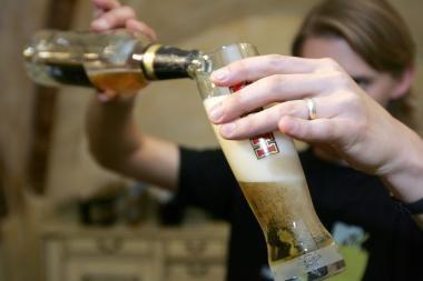Dėl draudimo gerti alų darbe – darbuotojų streikas