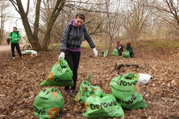 Lietuviai vėl kviečiami kibtis į maišus ir padėti gamtai