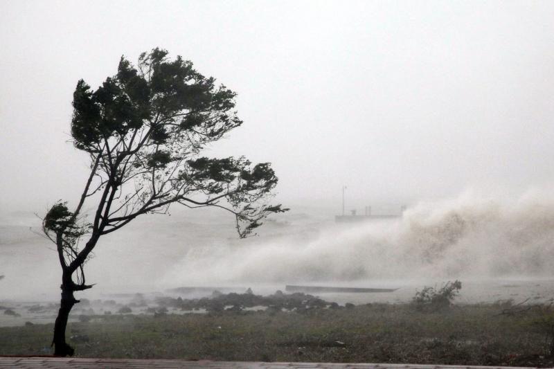 Japoniją pasiekė galingas taifūnas, daug sužeistų