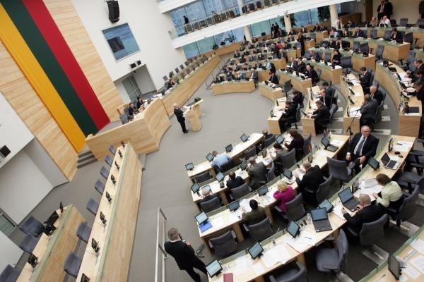 Seimo narių nedžiugina jų veiklą griežčiau reguliuojantis įstatymas
