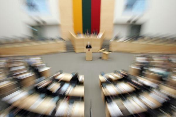 Prie Seimo narių darbo sąlygų grįš pavasarį