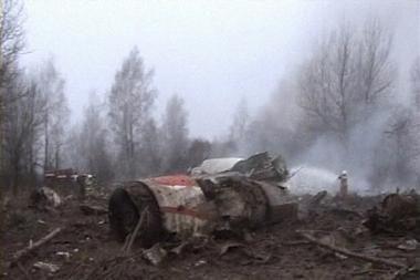 Lėktuvo sudužimo vietoje rastas Lenkijos vadovo kūnas (dar papildyta)