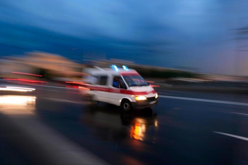 Pasikarti mėginęs kaltinamasis mirė greitosios pagalbos automobilyje