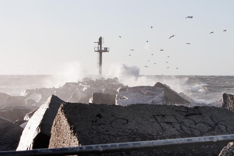 Audra Klaipėdoje trikdė uosto darbą, Danėje teko gaudyti dreifavusį laivą