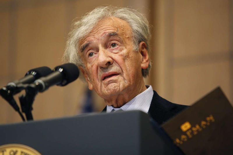 Holokaustą išgyvenęs E.Wieselis grąžino Vengrijos apdovanojimą