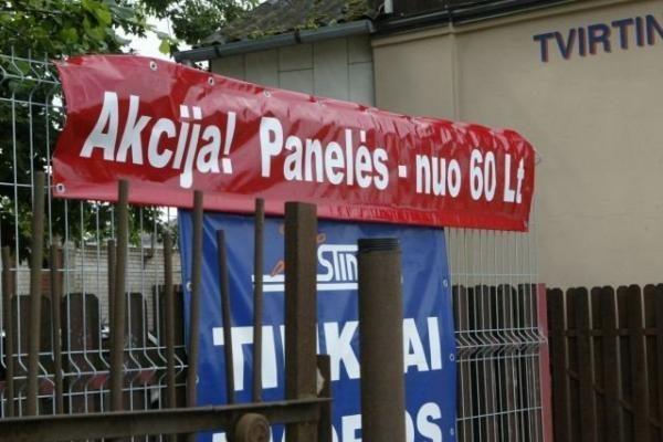 Vilniaus taryba rengiasi mažinti mokestį už informacines iškabas