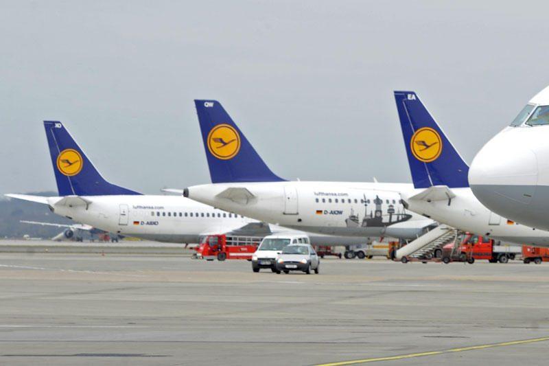 """""""Lufthansa"""" ketvirčio pelnas padidėjo beveik trečdaliu"""