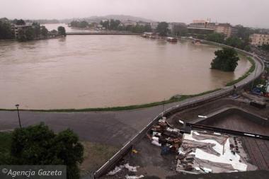 Lenkija nenaudos elektros tiltui skirtų lėšų kovai su potvyniu