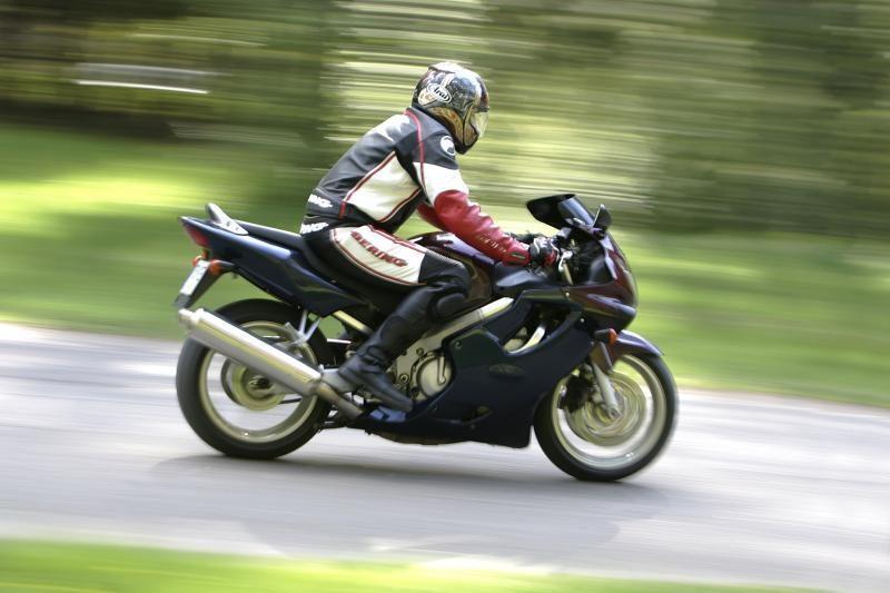 Vilniaus rajone policininkus papirkti bandė 17-metis motociklininkas