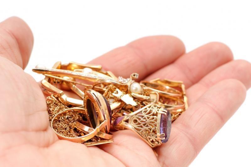 Vagių grobis - auksiniai žiedai ir piniginė