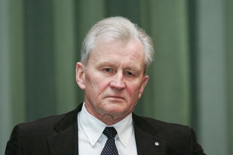 K.Glaveckas sako, kad euras Lietuvoje bus tik po 7 metų
