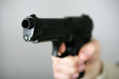 Naktiniame klube dingo pistoletas