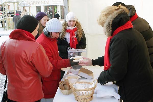 Maltiečiai klaipėdiečius vaišino sriuba