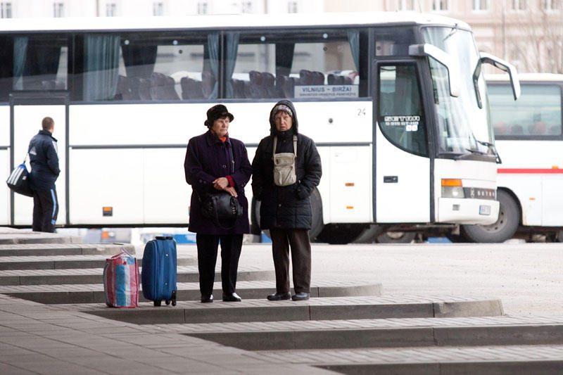 Keleivių vežėjai po Velykų spręs, ar didinti bilietų kainas