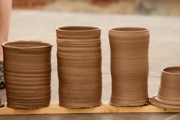 Savivaldybėje pristatoma neįgaliųjų keramikos darbų paroda