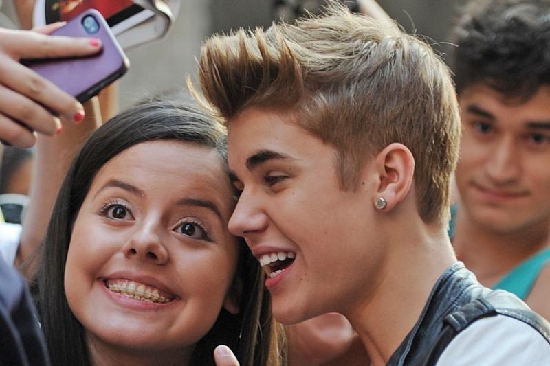 Justinas Bieberis pagaliau baigė vidurinę mokyklą