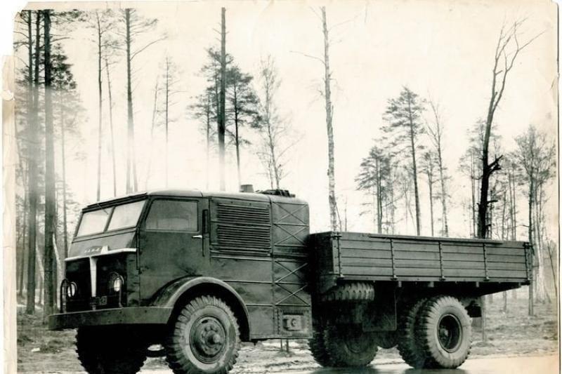 Sovietų eksperimentas – malkomis varomas sunkvežimis