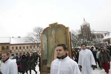 Kitąmet eglę žiebsime per Šv. Mikalojų?