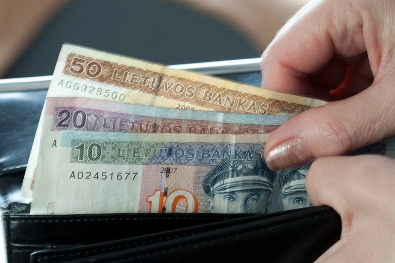 Patikli moteris policininku apsimetusiam sukčiui atidavė 4600 litų