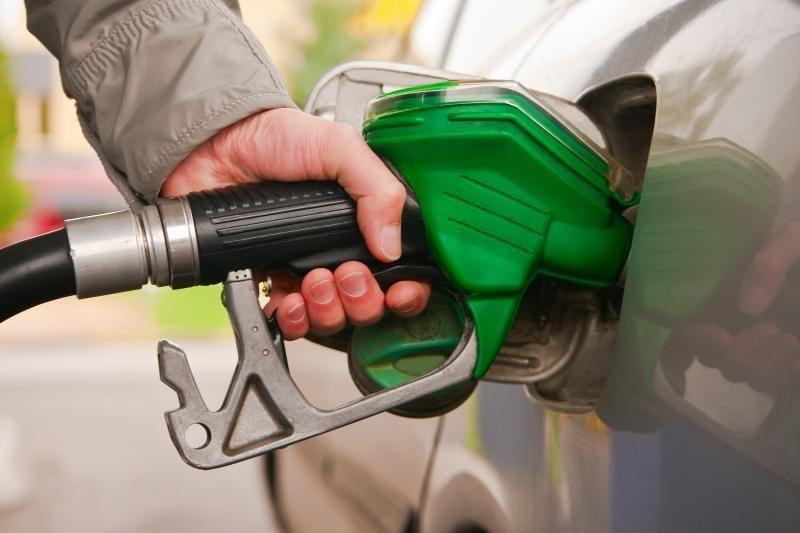 Ekspertai: brangstantys degalai automobilių atsisakyti neprivers