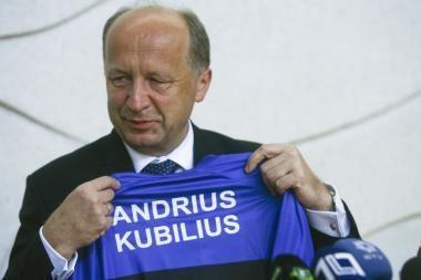 Naujuosius metus premjeras sutiks euro įvedimą švęsiančioje Estijoje
