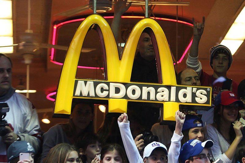 """Londone bus pastatytas didžiausias pasaulyje """"McDonald's"""" restoranas"""