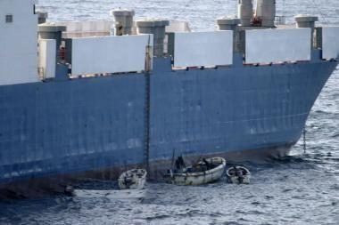 Negavę išpirkos Somalio piratai grasina susprogdinti laivą
