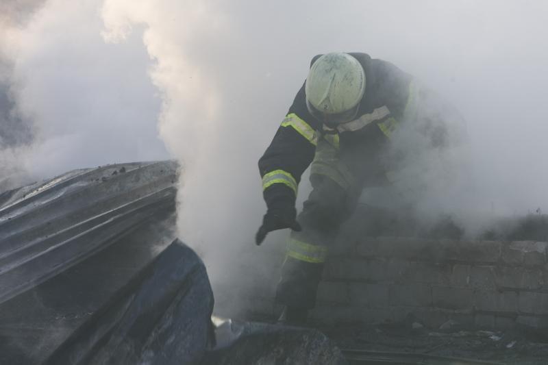 Neblaivus ugniagesys gulėjo prie prekybos centro