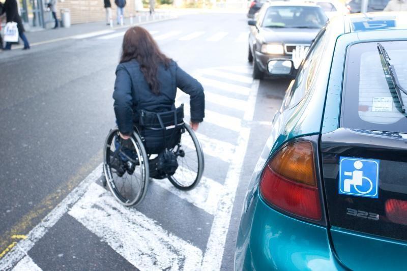 Neįgalieji sostinėje automobilius statys nemokamai