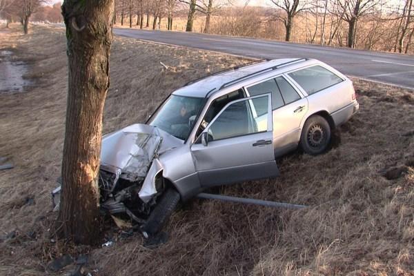 Prie daugelio mirčių keliuose prisideda seni ir netvarkingi automobiliai