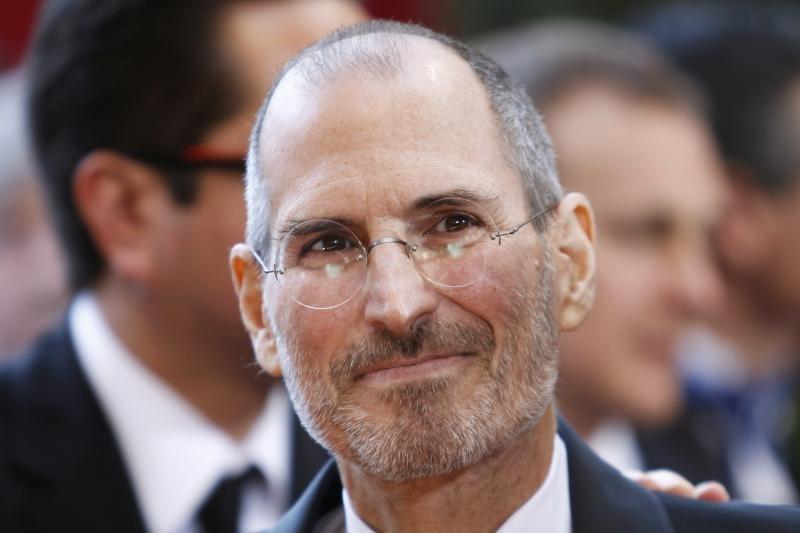 S.Jobsas reinkarnavosi ir gyvena krištoliniuose rūmuose virš Kupertino