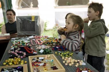 Tarptautinė šeimos šventė su žaidimais ir fakyrų šou