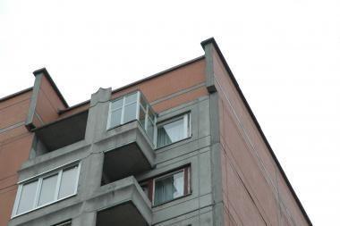 Užsimušė per balkoną iššokęs klaipėdietis