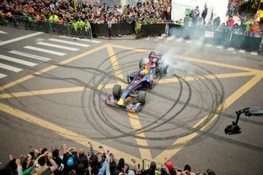 """Davidas Coulthardas ir """"Red Bull Racing"""" bolidas - Vilniuje"""