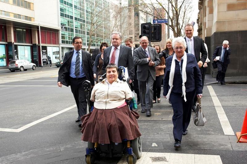 Australė be rankų ir kojų laimėjo ginčą prieš farmacininkus