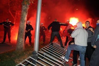 Juodkalnijos sostinės gatvėse virė mūšiai