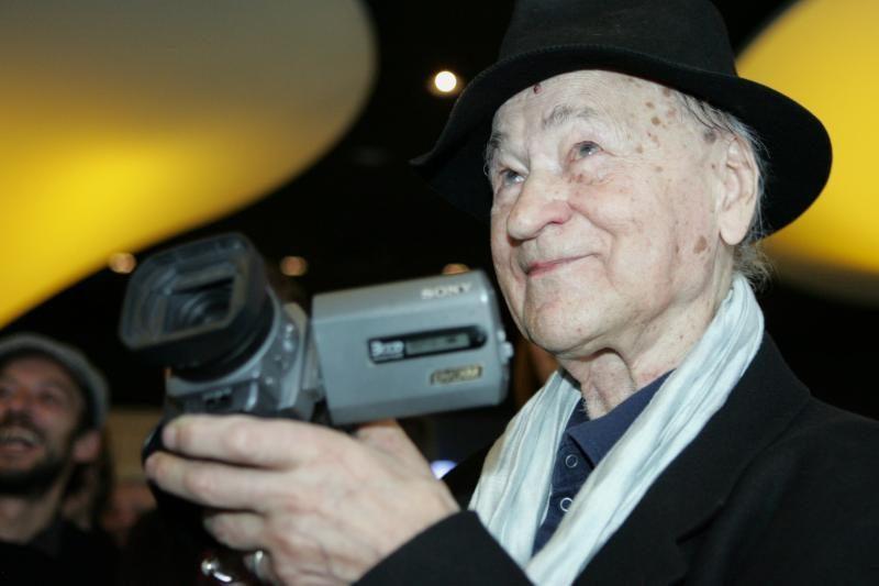 90-metį švenčiantį menininką J.Meką pasveikino prezidentė