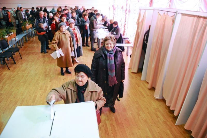 Prasideda išankstinis balsavimas Seimo rinkimuose trijose apygardose