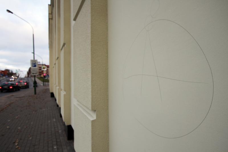 Chuliganai jau spėjo subjauroti Klaipėdos dramos teatro sienas (foto)