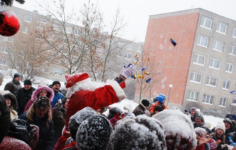 Į Klaipėdos daugiabučių kiemus pasibels Kalėdos