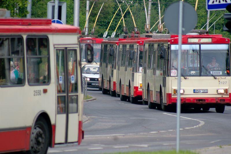 Viešojo transporto darbuotojai balsuoja dėl streiko