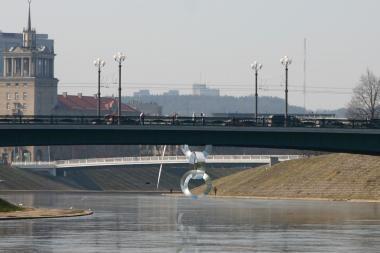 Nuo Žaliojo tilto norėjo nušokti vyriškis