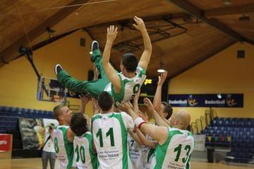 """Europos lietuvių krepšinio turnyrą laimėjo Anglijos """"Cambridge"""" komanda"""