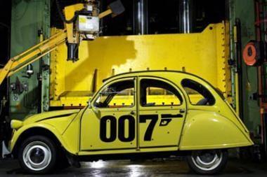 Blogiausi agento 007 automobiliai