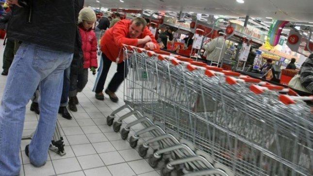 Atlyginimai nedidėja, bet lietuviai išlaidauja