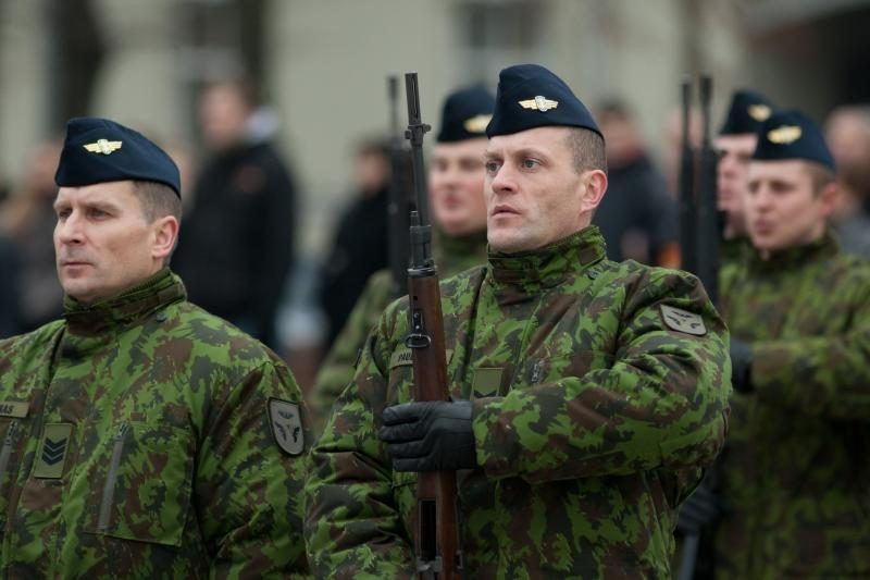 Seimas ėmėsi J. Oleko siūlymo drausti kariams dirbti papildomai
