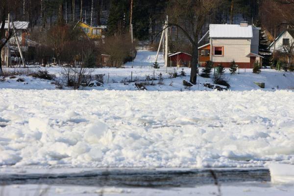 Ledų sangrūdos kelia pavojų upių krantams
