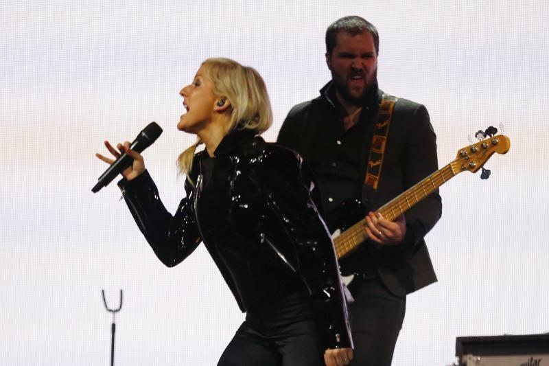 E. Goulding ir C. Harrisas nusifilmavo intymiame muzikiniame klipe